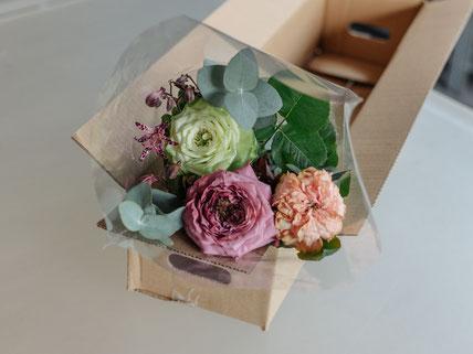 月1回の頻度で、季節の花をブーケにして届ける「LIFFT定期便」