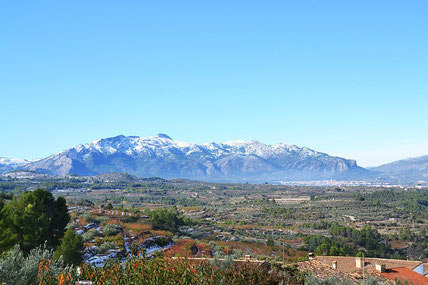 Vista de la serra de Mariola i Muro des de Benialfaquí, entre Valencia y Alicante.