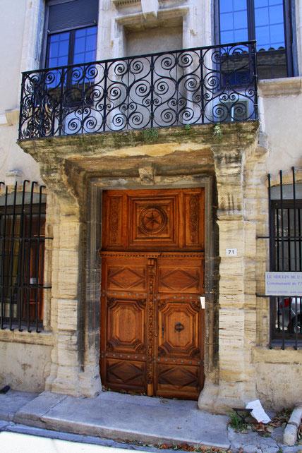 Bild: Eingangsportal mit Balkon, Provence