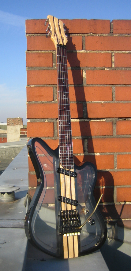 David Bergmann guitar luthier instrumentenbau skulptur Acrylglas steampunk custom vintage Art Berlin