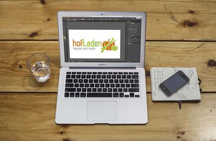 Titelbild Gingerella-Design, Laptop mit Hofladen-Logo