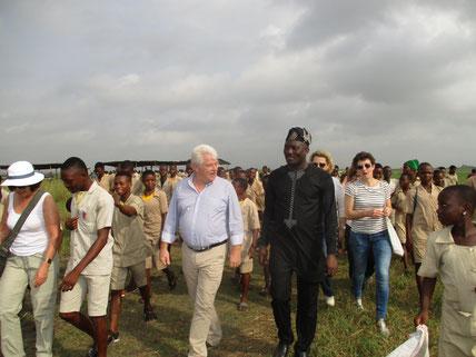 Emmenée par son président Philippe GROSVALET et guidée par le président de Gsade-ONG, André TODJÉ, la délégation du CD 44 déambule dans Sô-AVA.
