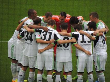 Die Mannschaft schwört sich ein, es half, denn sie gewannen mit 2:0 gegen Hertha BSC