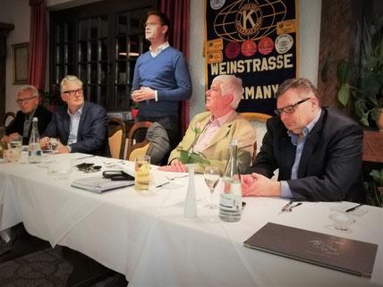 MdB Johannes Steiniger und der Vorstand des KC Weinstraße