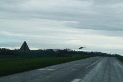 Un hélicoptère a survolé, jeudi 12 avril 2018, les lignes 20 000 volts du secteur.