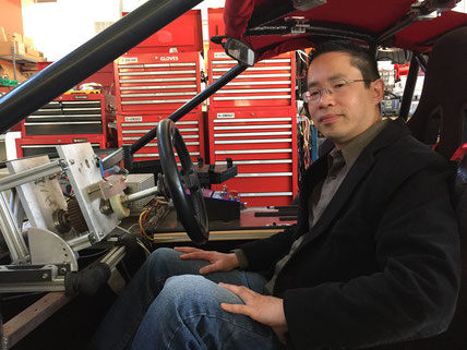 Philosoph Patrick Lin im Forschungsfahrzeug. Foto: C. Hübscher