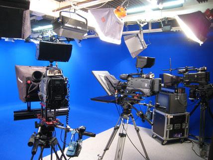 Plateau tournage fond bleu