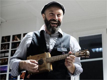 Freut sich auf die Konzerte im Oktober und Dezember: Thomas Weber von Finn's Finale. Bild: zvg