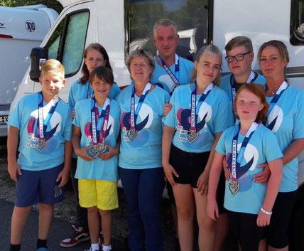 Sylvia Bielke mit den Genthiner Familien Gaede und Ullrich bei der Marathon-Challange in Roth