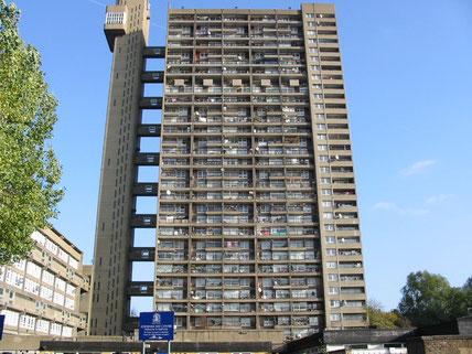 Trellick Towers ist ein futuristisches Wohnprojekt, dass in den Sechzigerjahren in London umgesetzt wurde. Es wird geliebt wie gehasst.