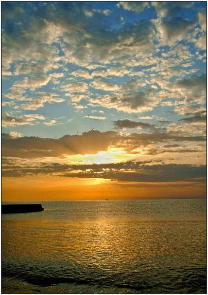 Восход солнца над морем в Крыму