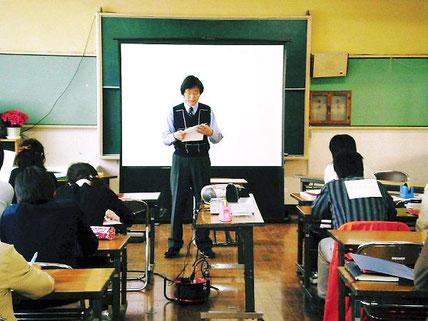 新井小学級担任セミナーの一こま