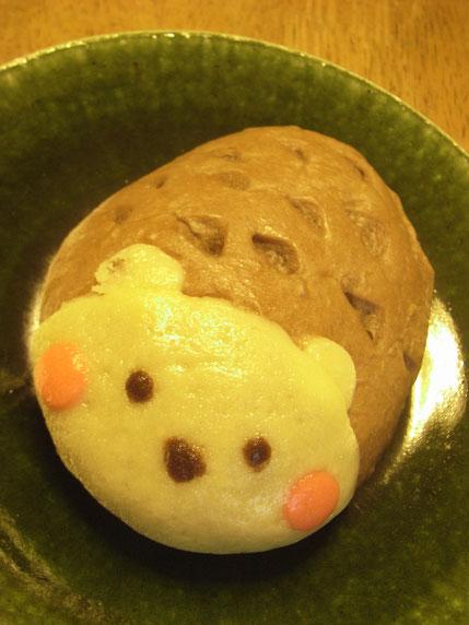 甥っ子のデザインしたパン。ハリネズミらしいです。