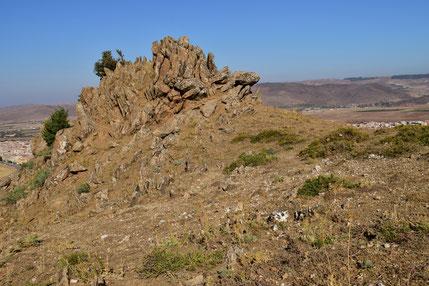 Piton rocheux à hilltopping (ronde sommitale), Azrou, Moyen Atlas cental, 2017, ©Frédérique Courtin-Tarrier