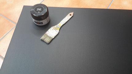 Zuerst grundieren mit Tafelfarbe