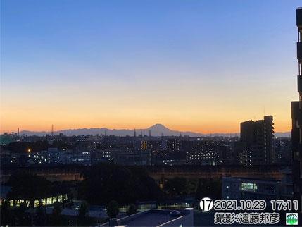 夕空に浮かぶ富士山,丹沢山地
