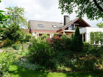 Großzügiges Einfamilienhaus mit parkähnlicher Gartenanlage