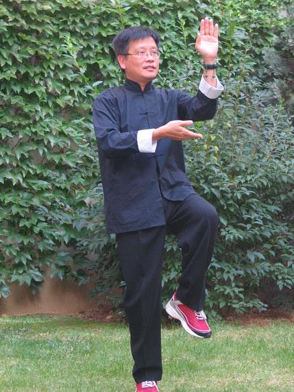 2004. KIM KHÔI ENSEIGNE AUSSI LE TAI CHI DEPUIS 15 ANS, EN 2000.