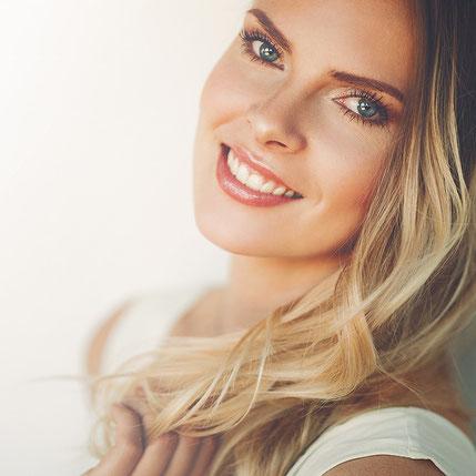 Frau mit natürlichem Make-up