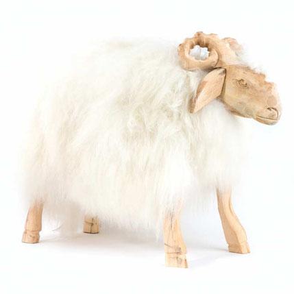 Tabouret pouf en peau de mouton naturelle et bois naturel sculpté bélier