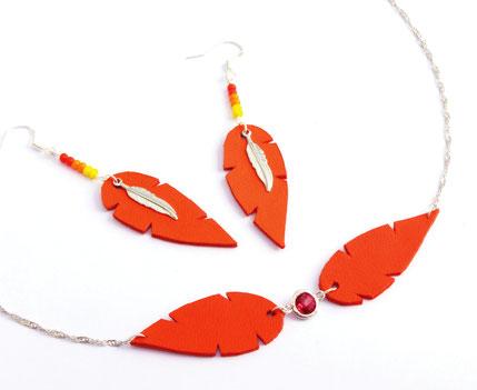 sarayana, bijoux cuir, headband cuir, bijoux de tête, headband, headband rouge, bijoux plume, plume de cuir, headband plume,