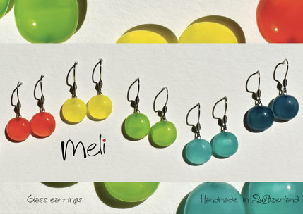 MELI una linea di orecchini in vetro realizzati artigianalmente a mano nel atelier Occhio di Vetro a Mendrisio in Svizzera. Meli les boucles d'oreilles en verre réalisées à main en Suisse