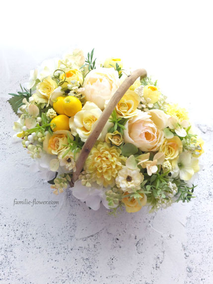 黄色い花のアーティフィシャルアレンジメント