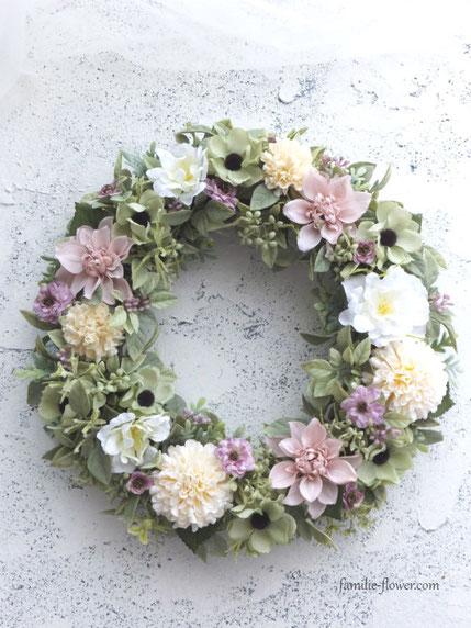 ピンクのダリアの造花リース