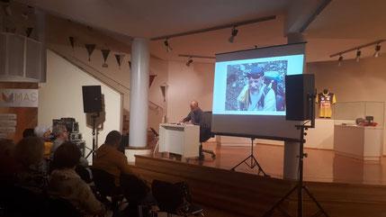 Helmut berichtet über seine Besteigung des Mount Everest