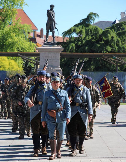 Défilé dans Colmar. Photo armée de terre 152RI