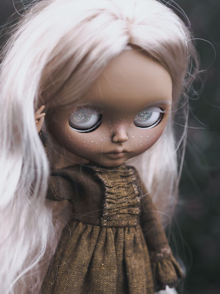 the whispering blythe customs