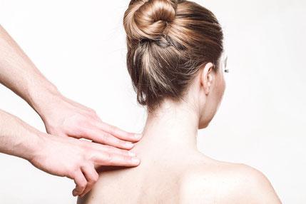 Im Bereich der traditionellen chinesischen Medizin ergänzt die Moxabustion, das Schröpfen, Gua Sha, Tuina und Heilkräuter effektiv die Akupunktur