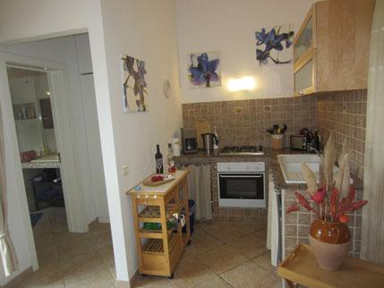 Küche mit angrenzendem Bad