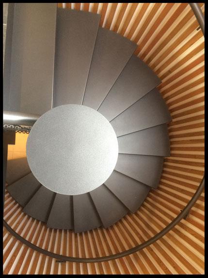 """Escalier tout métal, hélicoïdal """"le Nautilus"""", fabrication française, sur mesure"""