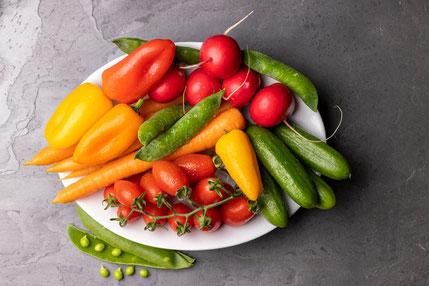 Snack-Gemüse, Mini-Gurken, Cherrytomaten, Mini-Paprika, Karotten, Radieschen, Büro Obst, Gemüse lieferung