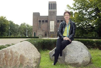 Ann voor het Belgenmonument in Amersfoort