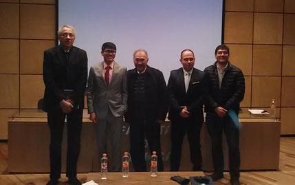 Oscar con los sinodales: Drs. Alfonso Lira, Rafael Castillo, Gabriel Navarrete y Fernando Cortés