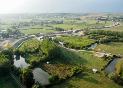 Barrage de Proisy avec les terrains en amont (à droite) sous servitude de surinondation.