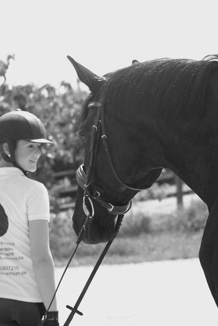 Physiotherapie Dorn Therapie Reitunterricht Würzburg Nürnberg Pferd Dressur Reitlehrer Reiten Sitzlonge Reitstunden