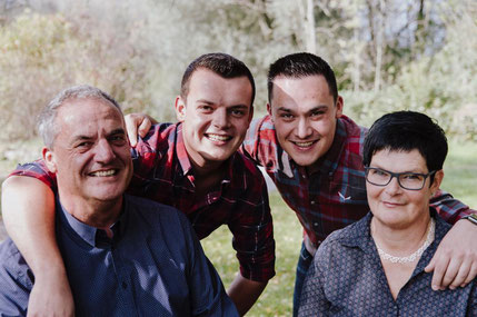 Die ganze Familie Hans, Patrick, Fabian und Ursi Grepper