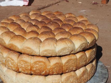 Sconsi (süßes Brot) // Objekt der Begiede für Schüler, Leher und Freiwillige an der OWSK