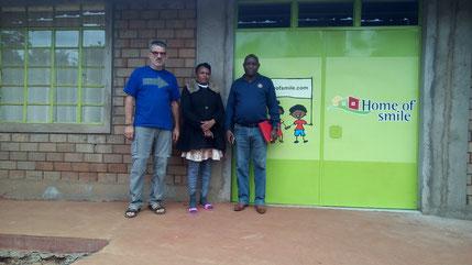 Mr. David N. Muiru vom Rotary Club Nairobi, Susan und ich...
