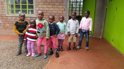Die Kinder sind fertig zum Kirchgang...