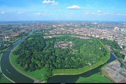 Vue aérienne de la Citadelle et du bois de Boulogne