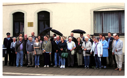 Delegation von Groz-Beckert KG vor der Nadelfabrik - Quelle: Bürgerverein