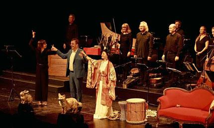 Begeisterter Beifall für ein ungewöhnliches Kulturereignis: Marielou Jacquard (Sopran, r.), Suse Wächter (Puppenspiel), Dominique Horwitz, (Sprecher) und die Lautten Compagney. FOTO: Dirk Tenbrock