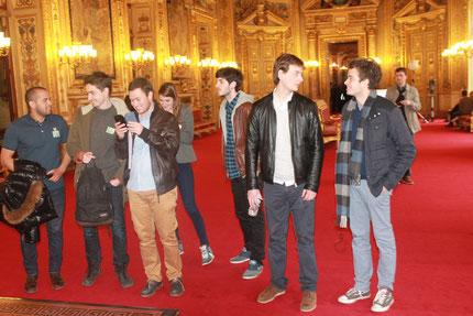 Quelques étudiants de l'Institut de l'image et du son (3 IS) visitant le Sénat.