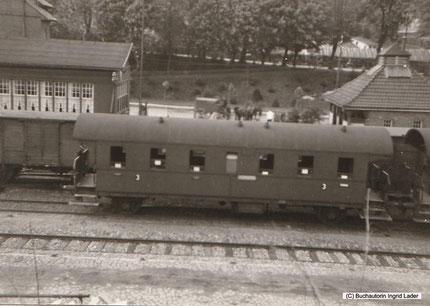 """Hier sieht man links die sogenannte """"Sommerhalle"""" vom Bahnhof Clausthal-Zellerfeld."""
