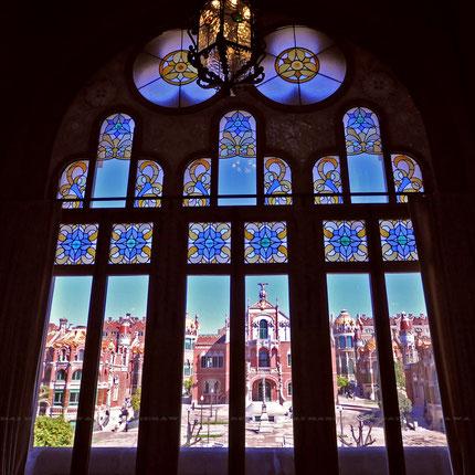 サン・パウ病院、礼拝堂のステンドグラス