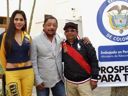Armando Hernández y Lisandro Meza en la embajada de Colombia en Perú